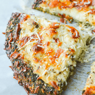 This Low Carb Broccoli Crust Pizza is an amazingly nutritious take on a classic favorite meal.   heyketomama.com