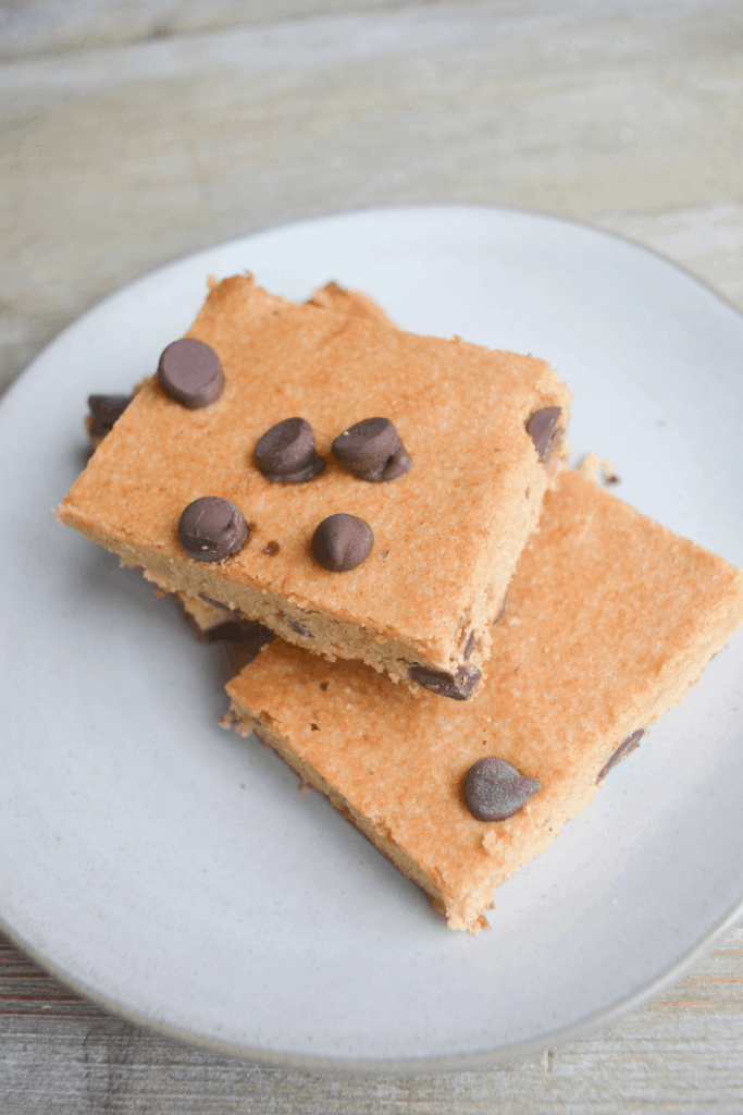 keto chocolate late chip cookie bars sitting on a white plate